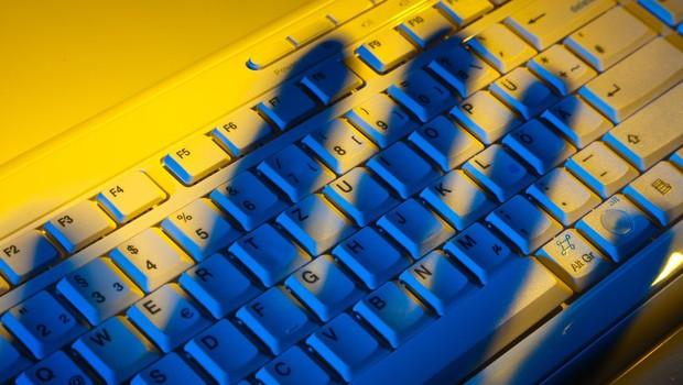 Prijeli Slovenca, osumljenega, da je več kot 10 let po spletu iskal mladoletne žrtve! (foto: Profimedia)