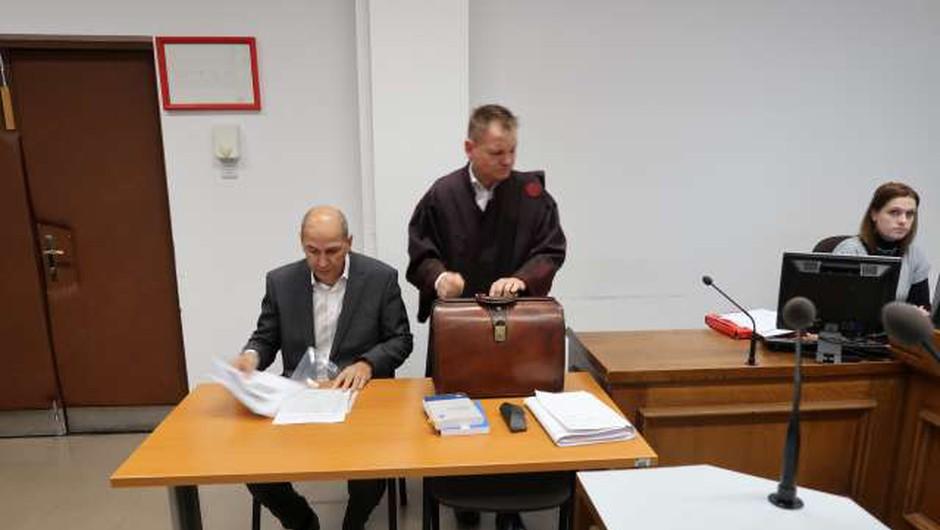 Janezu Janši zaradi razžalitve novinark pogojna zaporna kazen (foto: Lili Pušnik/STA)