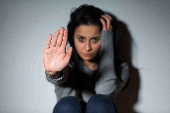 Večino umorov žensk po svetu lani zakrivil partner ali sorodnik!