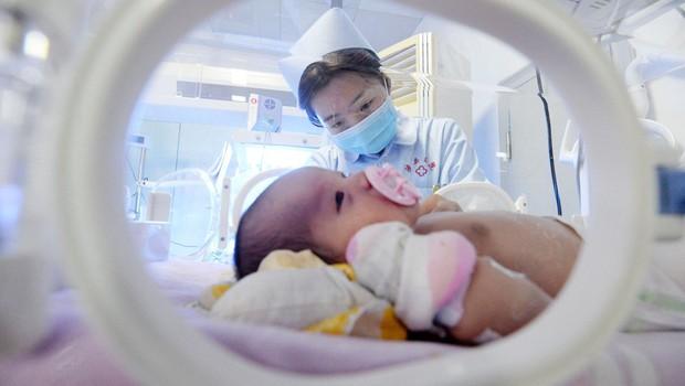 Kitajski znanstvenik ustvaril gensko spremenjeni dojenčici, ki ju je poimenoval Lulu in Nana (foto: profimedia)