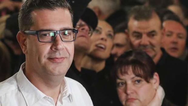 """Aleš Bržan: """"Zaradi zaznanih nepravilnosti bomo zahtevali ponovno štetje glasov!"""" (foto: Stanko Gruden/STA)"""
