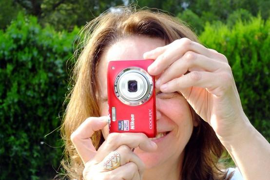 Varstvo podatkov: Uredba ne prepoveduje fotografiranja lastnega otroka na prireditvi