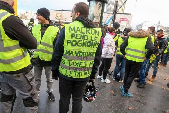 Razmere na pariških protestih se zaostrujejo, na cestah tudi Belgijci in Nizozemci