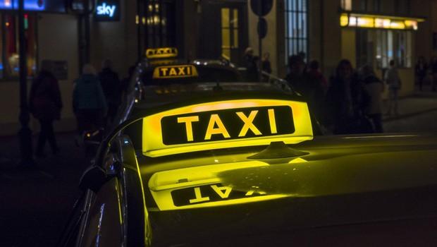 Mlajša ženska oropala ljubljanskega taksista (foto: profimedia)