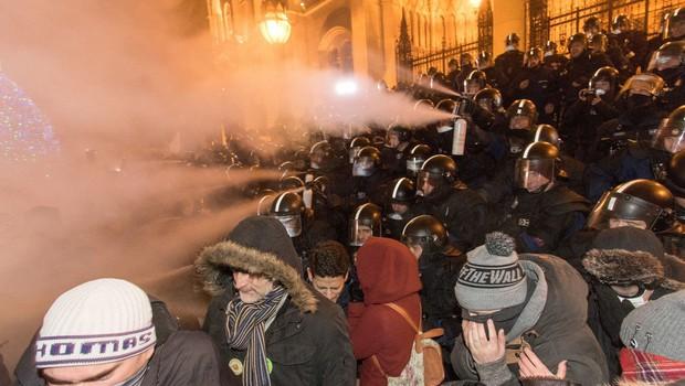 V Budimpešti se nadaljujejo protivladni protesti (foto: Profimedia)