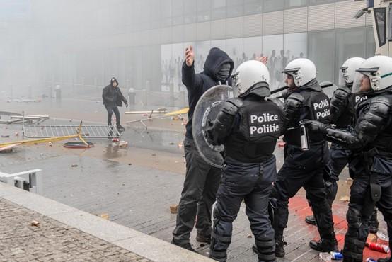 V Bruslju nasilje po protestih