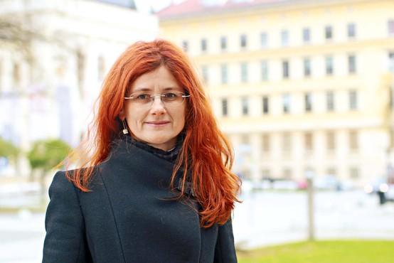 """Dr. Sonja Bezjak: Za slogan smo si dali misel  """"Z norostjo proti neumnosti!"""""""