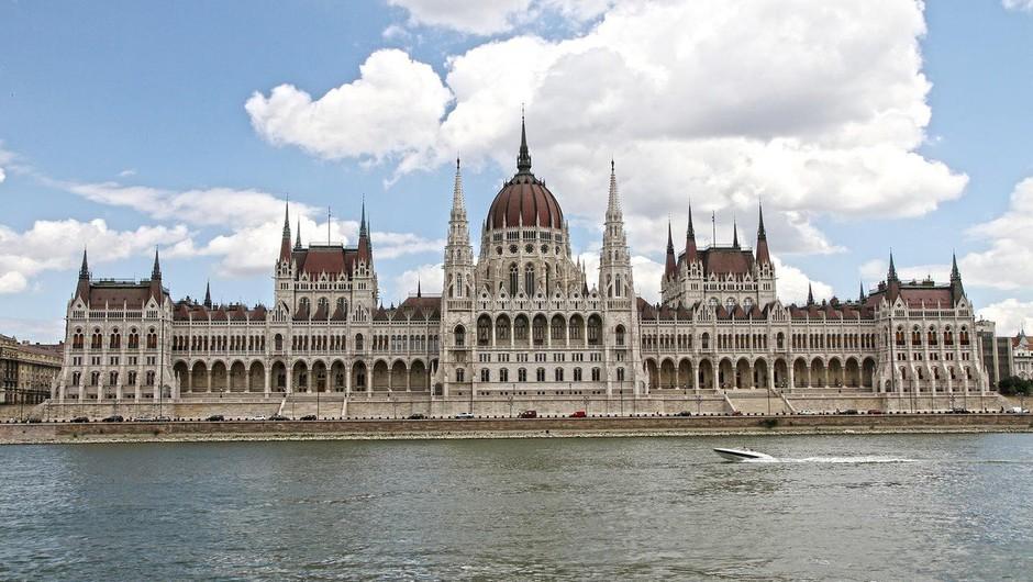 Madžarska: Protestniki oblegali stavbo nacionalne televizije (foto: Profimedia)