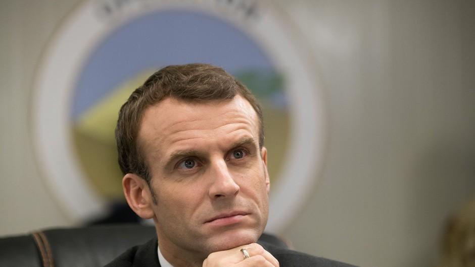 Macron obsodil napad na policijo ter pozval k miru (foto: Profimedia)