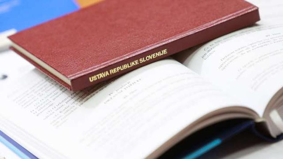 Pred 27 leti na današnji dan sprejeli in razglasili ustavo (foto: Profimedia)