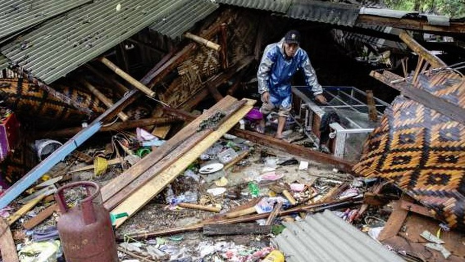 Število žrtev cunamija v Indoneziji narašča (foto: STA)