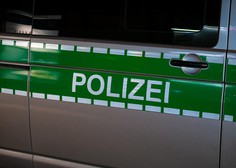 Iz Nemčije poročajo o bizarni nesreči kočij, iz Pekinga pa o eksploziji v laboratoriju