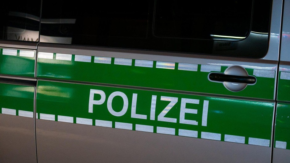 Iz Nemčije poročajo o bizarni nesreči kočij, iz Pekinga pa o eksploziji v laboratoriju (foto: profimedia)