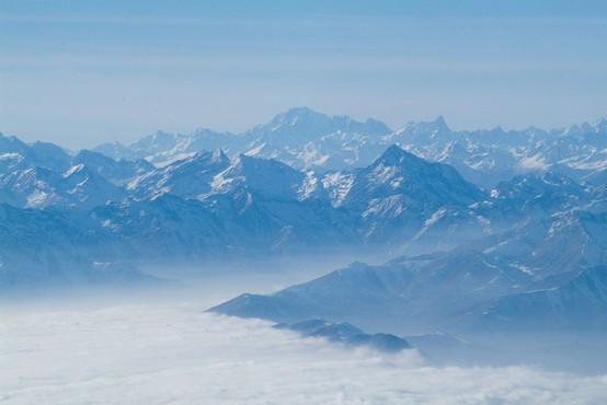 V francoskih Alpah rešili fanta, ki je bil 40 minut pod plazom