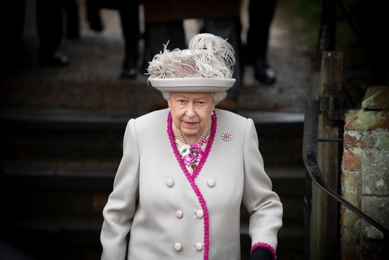 Predsednik Pahor pri kraljici Elizabeti II. - njun pogovor daljši od načrtovanega