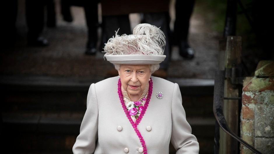 Predsednik Pahor pri kraljici Elizabeti II. - njun pogovor daljši od načrtovanega (foto: Profimedia)