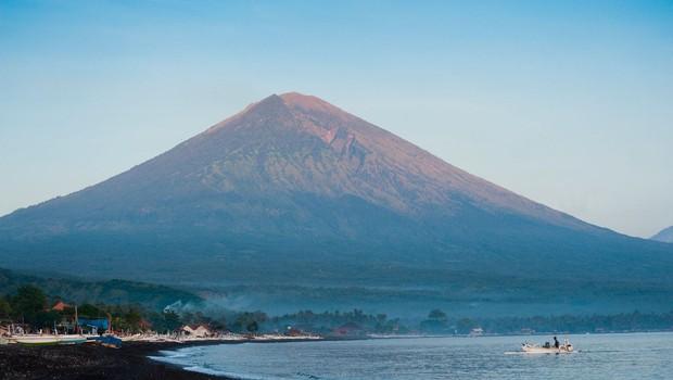 Na indonezijskem Baliju izbruhnil vulkan (foto: Profimedia)