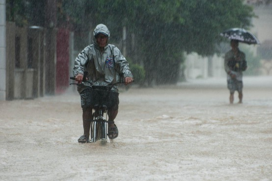 Na Filipinih so poplave in plazovi zahtevali več 10 smrtnih žrtev
