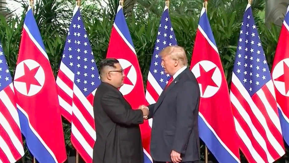 Kim Jong-un naj bi poslal spravljivo sporočilo Donaldu Trumpu (foto: profimedia)