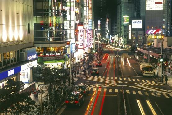 V Tokiu z avtomobilom zapeljal v množico in ranil več ljudi