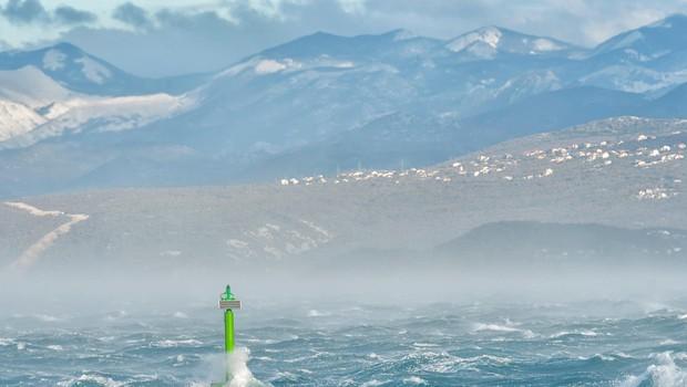 Previdno, če potujete: Veter povzroča preglavice na Hrvaškem, sneg pa v BiH (foto: Profimedia)