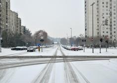 Previdno na cestah: Del države zajelo sneženje, sneg se oprijema vozišč