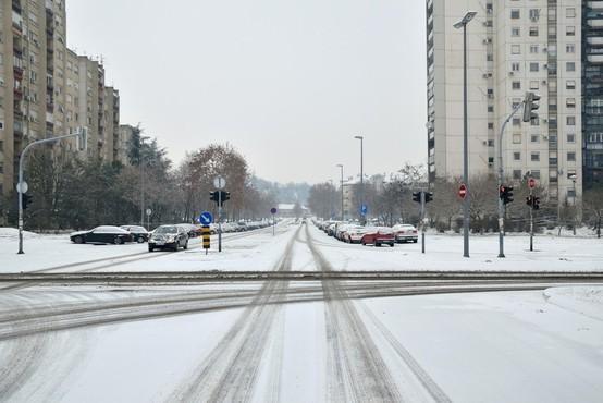 Zimske razmere ovirajo promet na Hrvaškem, v BiH-u in v Srbiji
