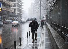 Močno sneženje povzročilo številne nevšečnosti, na letališču v Münchnu odpovedali 120 letov