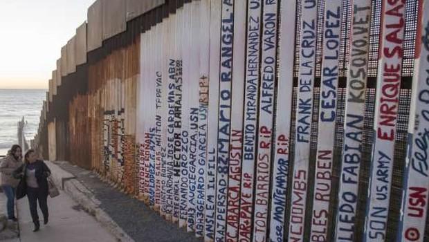 Trump vztraja pri gradnji zidu na meji z Mehiko (foto: STA)