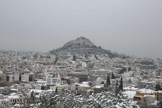 Mraz in sneg ohromila Grčijo, poročajo tudi o smrtnih žrtvah