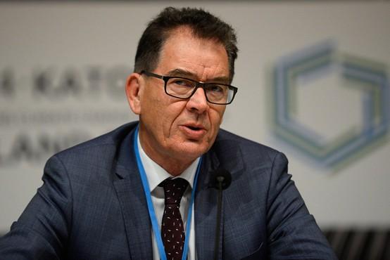 Nemški minister zaradi okvare letala obtičal v Zambiji