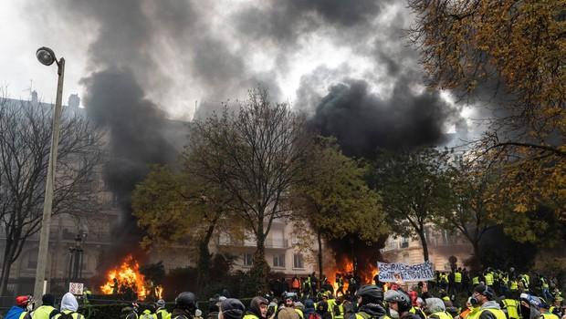 V eksploziji v pekarni v središču Pariza več ranjenih, umrla tudi dva gasilca (foto: profimedia)