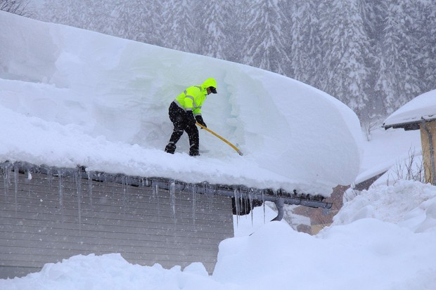V Avstriji spet sneži, vlada velika nevarnost plazov, več krajev odrezanih od sveta! (foto: profimedia)
