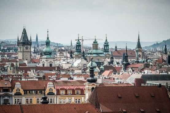 Čehi na najmnožičnejših protestih po padcu komunizma zahtevali odstop Babiša
