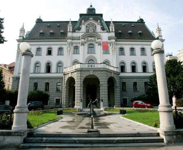 Zahtevek države za vrnitev 781.000 evrov izplačanega dodatka za stalno pripravljenost v ponovno sojenje (foto: Daniel Novakovič/STA)