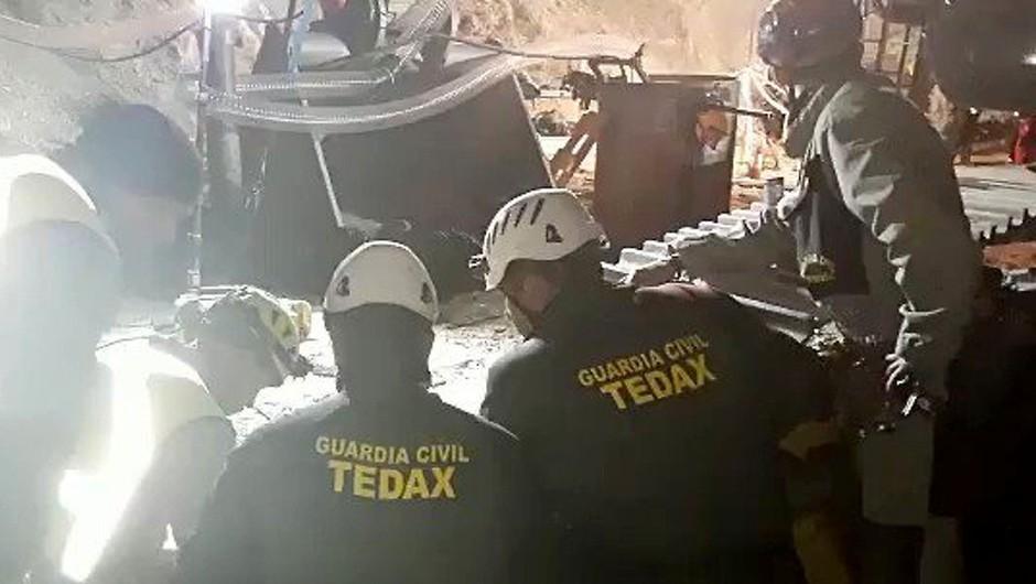 Po dveh tednih se je reševanje dvoletnika, ki je padel v nezavarovan vodnjak, končalo tragično (foto: profimedia)