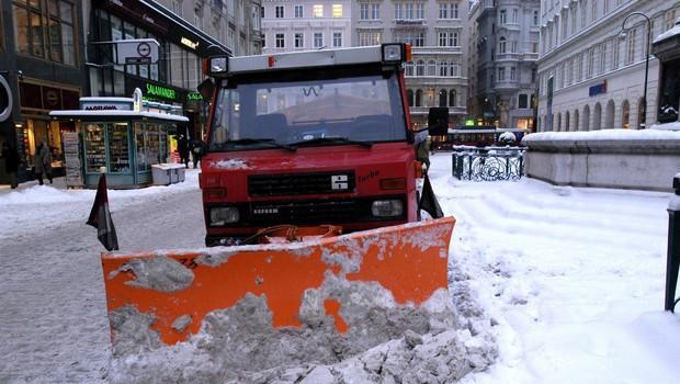 Zaradi zimskih razmer prometne težave v Avstriji (foto: Profimedia)