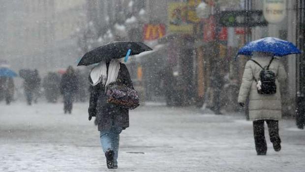 """Meteorolog Jure Cedilnik: """"Polarni vrtinec iz ZDA ne bo dosegel Evrope!"""" (foto: Tamino Petelinšek/STA)"""
