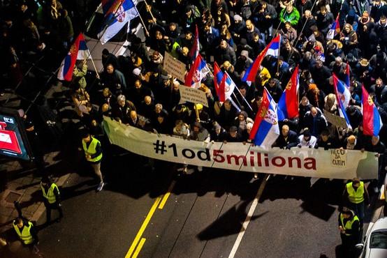 V Beogradu znova več tisoč protestnikov