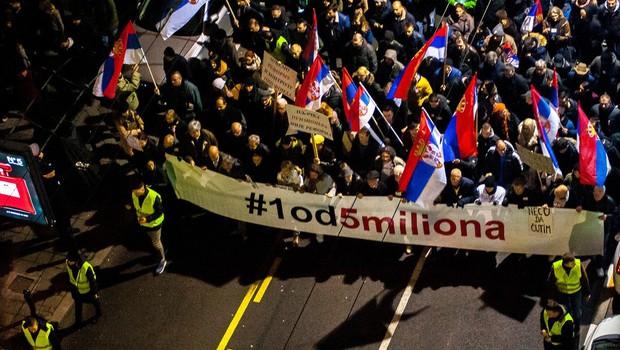V Beogradu znova več tisoč protestnikov (foto: profimedia)