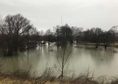 Notranjska reka Reka poplavlja, Kolpa in Vipava se razlivata na izpostavljenih mestih