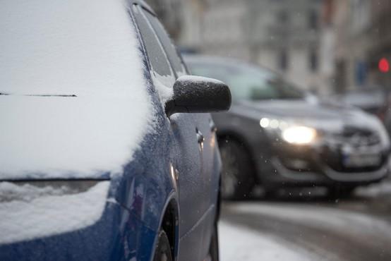 Gasilci so ponoči reševali potnike, ki so zaradi snega obtičali na prelazu Brenner