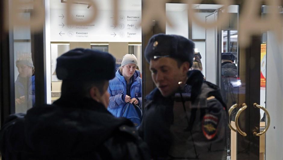 V Moskvi zaradi lažnih bombnih groženj evakuirali več tisoč ljudi (foto: profimedia)