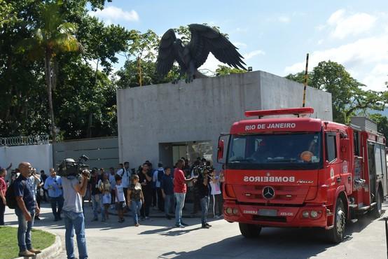 10 mrtvih v požaru, ki je zajel center za mlade nogometaše brazilskega kluba Flamengo