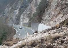 Več tisoč kubičnih metrov zemlje, skal in dreves zasulo cesto Zagorje-Trbovlje