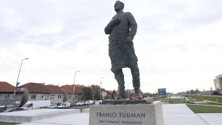 Prepoved približevanju Tuđmanovemu spomeniku ja, žrtvi brutalnega nasilja pa ne? (foto: Hina/STA)