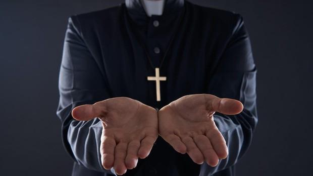74-letni apostolski nuncij v Franciji obtožen otipavanja občinskega uslužbenca (foto: profimedia)