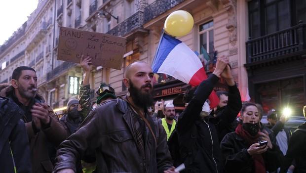 Rumeni jopiči vztrajajo na ulici že tri mesece, vnovič spopadi s policijo in aretacije (foto: profimedia)