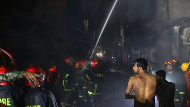 V bangladeški prestolnici Daki v stavbi izbruhnil požar - umrlo je najmanj 78 ljudi (foto: Profimedia)
