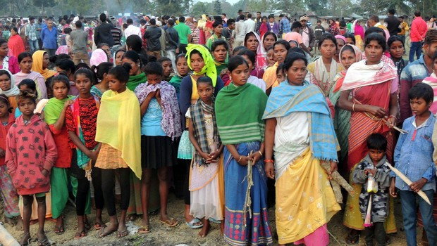 V Indiji zaradi zastrupitve z alkoholom že 156 žrtev, več kot 200 jih je v bolniški negi (foto: profimedia)
